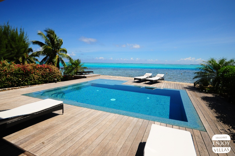 Villa maharepa beach for Villa piscine debordement